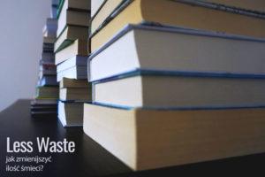 Książki ułożone na półce.- Less waste. Proste rady jak zmniejszyć ilość śmieci.- Meivy.pl